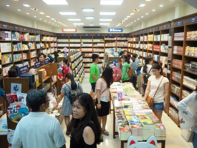 びっしりと並んだ日本書籍