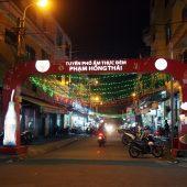 フォー・アム・トゥック・デン・ファム・ホン・タイ(Phố Ẩm Thực Đêm Phạm Hồng Thái)
