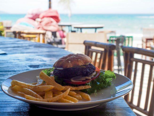 ビーチとハンバーガーの相性は最高