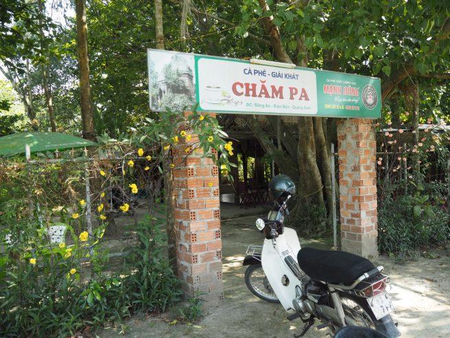 遺跡の横にあるカフェ