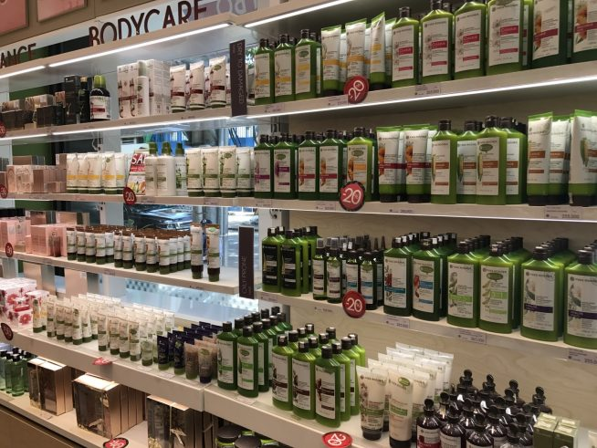 ボディケアやフレグランス製品がずらり。香りの種類も豊富で迷ってしまいます。