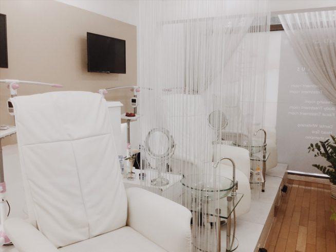 白を基調とした清潔な店内。日本の高い美容技術を提供するスパはホーチミンでここだけ。