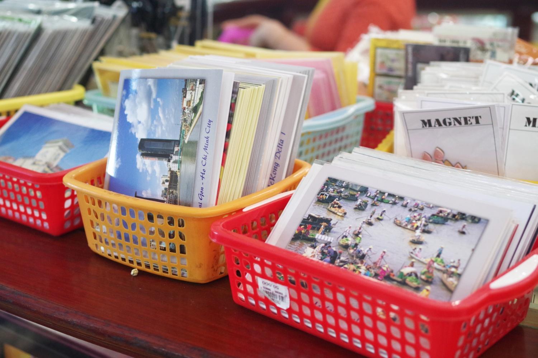貴重なベトナムの古い切手やポストカードが揃っています。素敵な一枚が見つかるかもしれません。