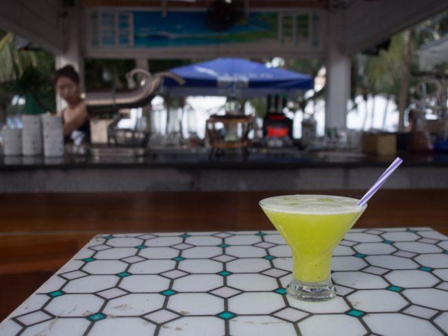 海からの風を感じながらお酒を楽しむことができます