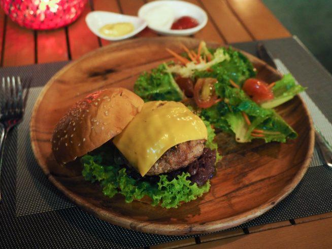 丁寧に作られたハンバーガー