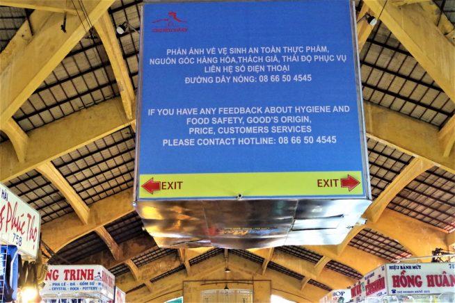 ベンタイン市場中央にある大きな看板