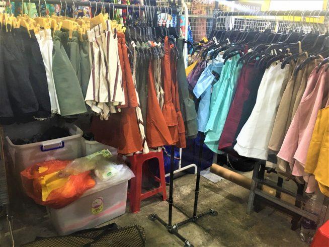 オフショルダーの服などを販売していたお店
