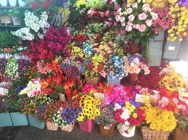 北口付近にある花屋