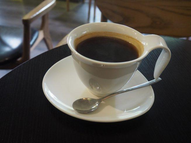 アメリカンコーヒー 46000ドン 香り ☆☆ 苦み ☆☆ 酸味 ☆