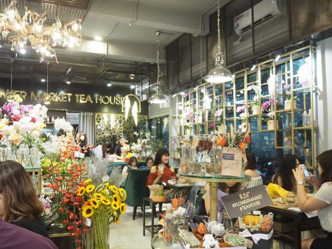 店内入ると、きれいに飾られた色鮮やかな花が目に飛び込んできます。