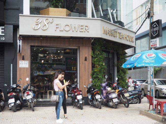 Pham Ngoc Thach通り沿いにあるカフェ