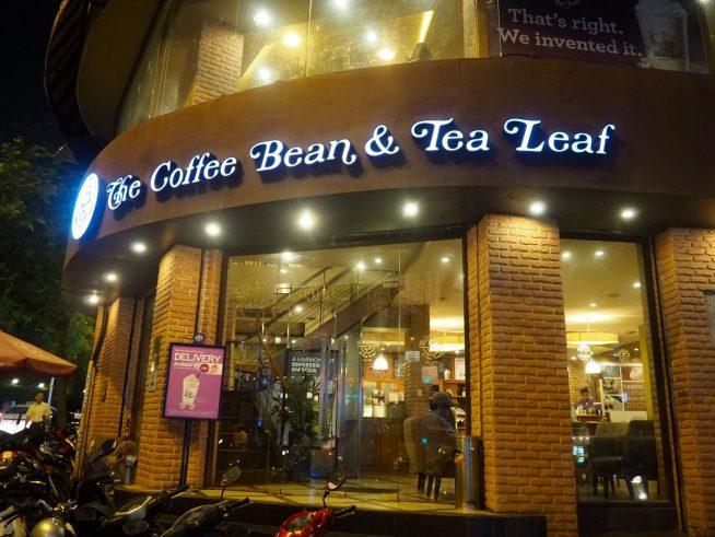 レタントン通りとタイバンルン通りの交差点にあるお店