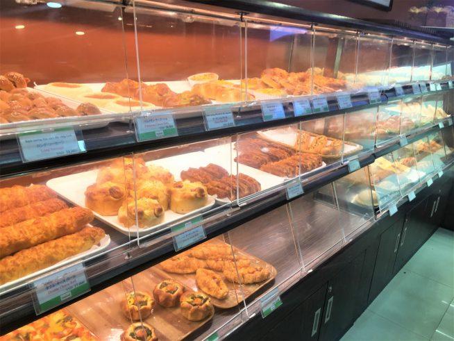 どれにしようか迷ってしまうほどたくさんの種類のパンが並びます