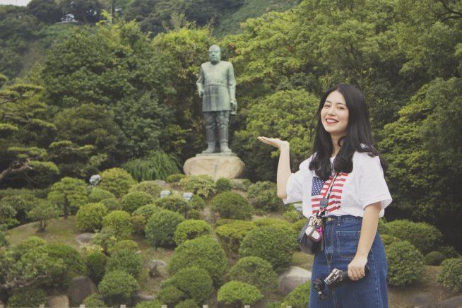 西郷隆盛像とベトナム人タレントTien