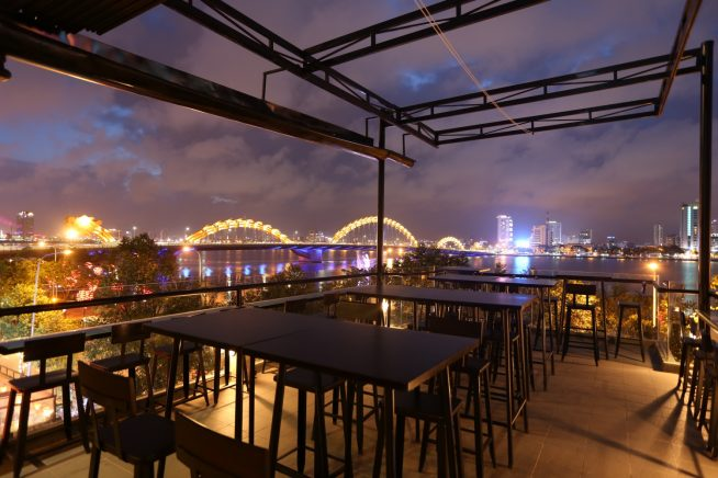 ハン川の絶景を眺めながら飲むクラフトビールは格別なこと間違いなし