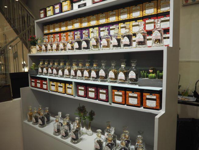 お茶の種類は数十種類。