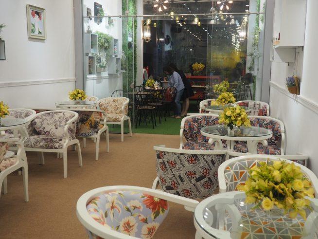 2階は優雅な雰囲気漂うカフェ