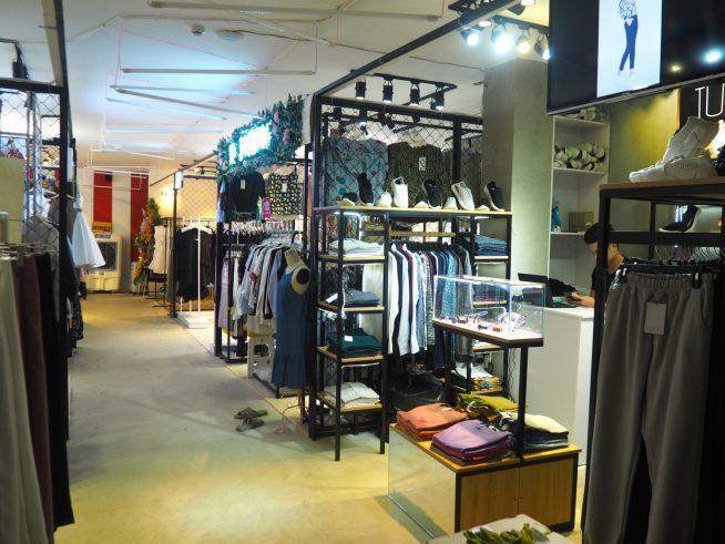 衣料品やアクセサリーのお店もたくさん。