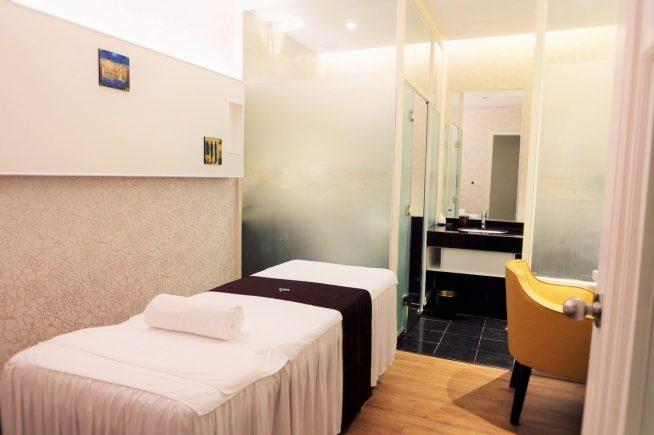 エステルームは清潔感があり静かでゆったりとした空間で施術が受けられます。