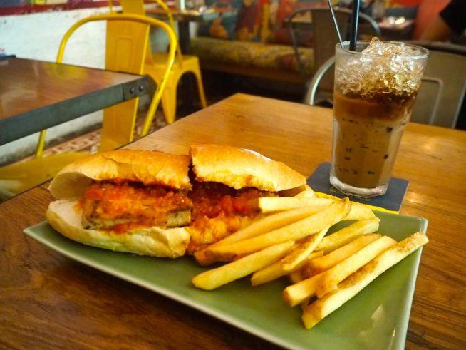 ベトナムの朝食メニューが楽しめます。