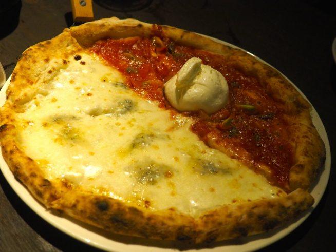 2つの味が楽しめる!ハーフ&ハーフピザ