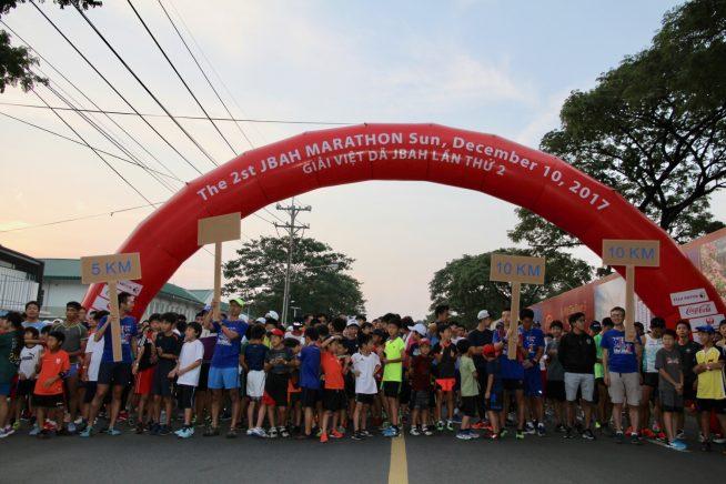 5kmコースと10kmコースのスタート