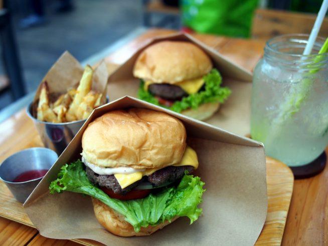 バランスの取れた味のハンバーガーはもはやダナン名物!