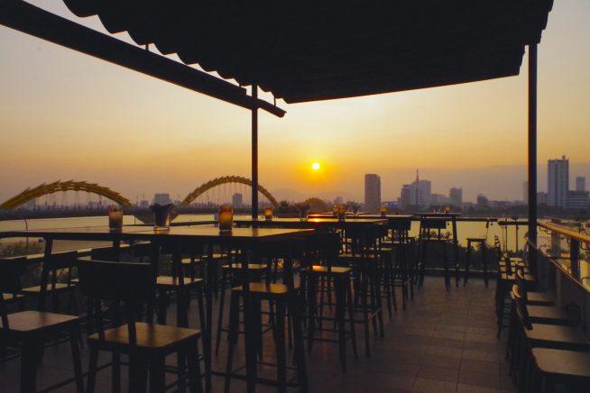 ハン川に沈む夕日を眺めながら飲むクラフトビールは格別