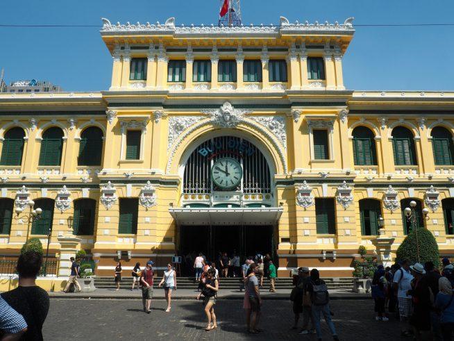 観光名所にもなっているホーチミン中央郵便局