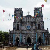 ベトナム地方都市にあるベトナム最古のカトリック教会をご紹介します。