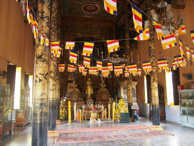 カレン寺院の本殿内部
