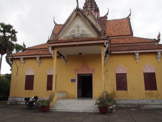 クメール寺院のような建物が展示館です。