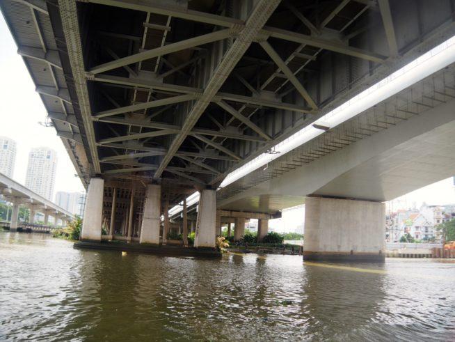 サイゴン橋の下