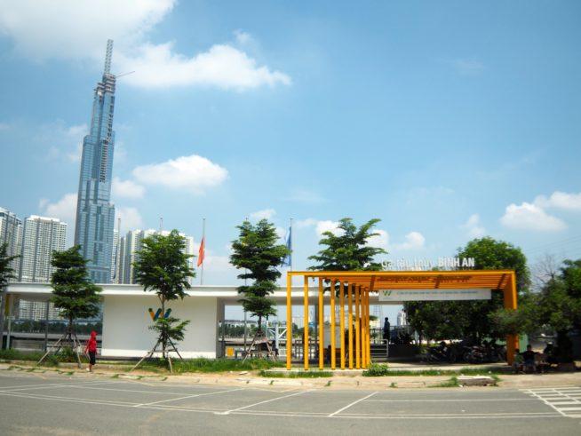 サイゴン橋の麓、ビンアン駅