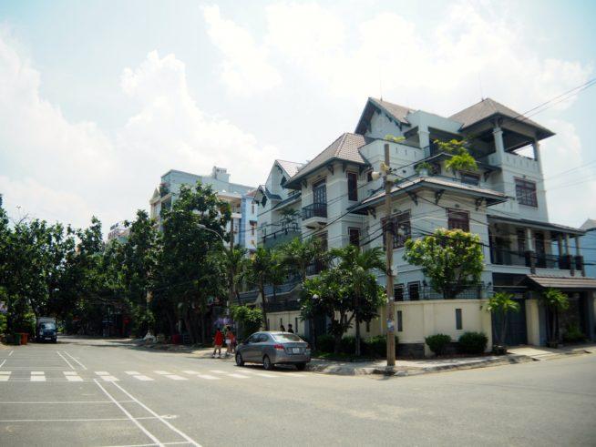 高級住宅地が並ぶ