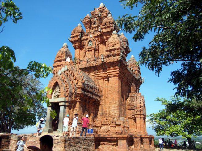 観光地にもなっているポークロンガライ遺跡