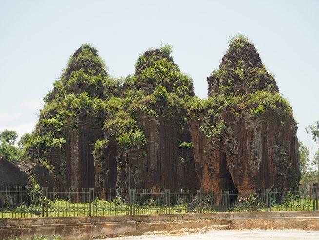 人々が生活する町中にあるクォンミィ遺跡
