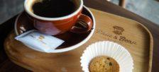 グエンティミンカイ通りに様々な淹れ方のコーヒーが楽しめるコーヒーロースタリーがオープンしました。
