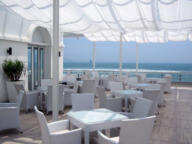 ミーケビーチ沿いのオシャレレストラン