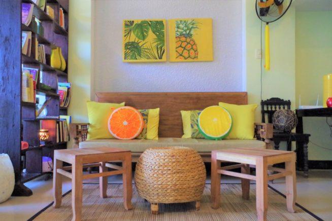 柑橘カラーが爽やかでかわいい店内