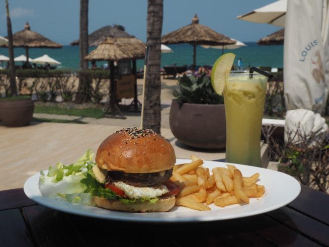 海の風が気持ちいい!ビーチのレストラン