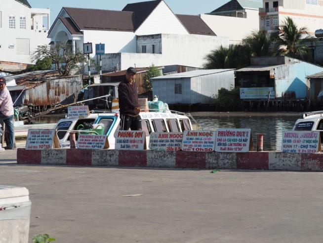 カマウのスピードボート船着場