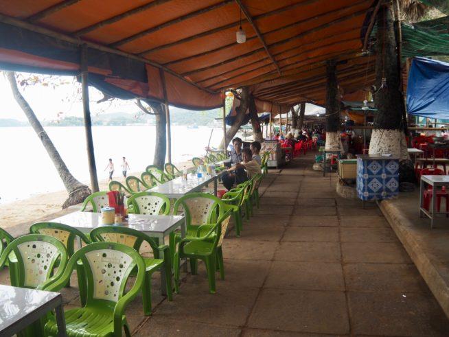 海に面した海鮮レストラン