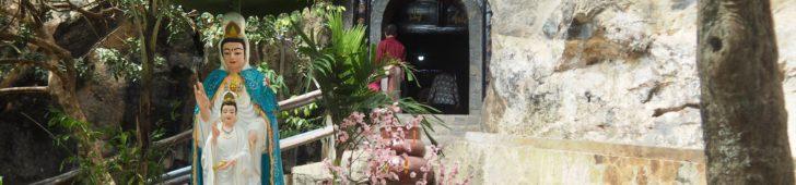 ハーティエンにある「タックドン岩」は鍾乳洞の中にお寺がある珍しい場所だった。