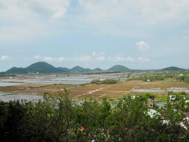 タックドン岩から見える、カンボジアの田園風景