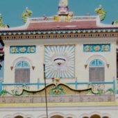 『天眼』の描かれた寺院。カオダイ教の総本山に行って来ました。