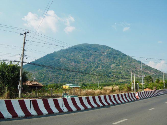平地の真ん中にぽっこり現れるバーデン山