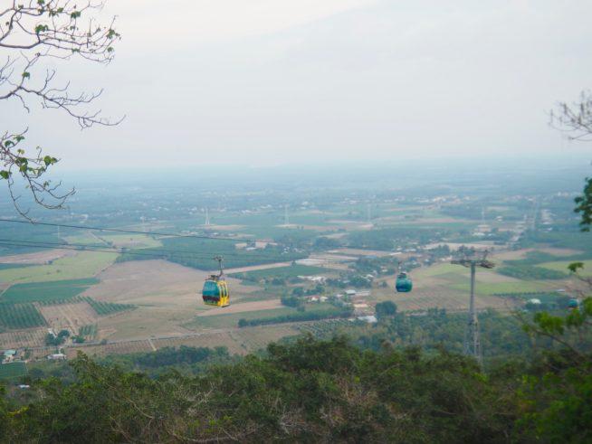 山頂からは絶景の田園風景がみられる