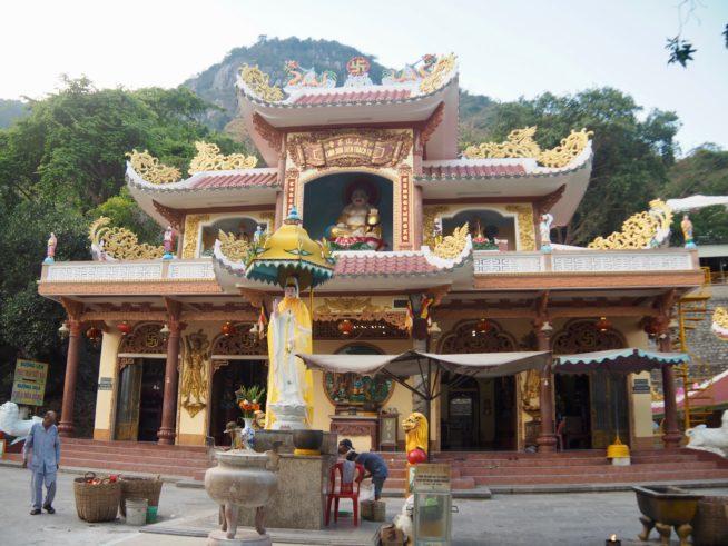 山頂にあるヴァンソン寺(Chua Van Son)