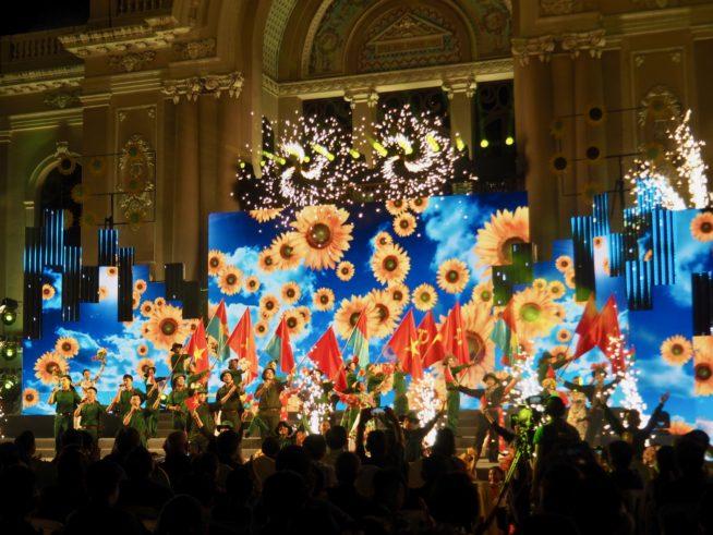 4月26日ホーチミン市オペラハウス前で行われたイベント